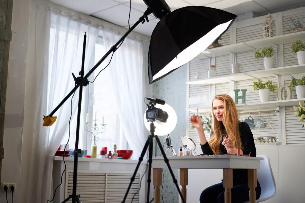 Un bon éclairage aide à faire une vidéo de qualité professionnelle.
