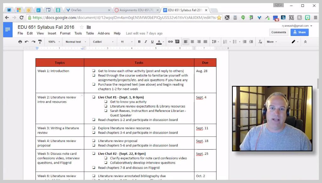 Capture d'écran d'une vidéo « teaser » avec face caméra, montrant comment enseigner à distance grâce à ce type de vidéos