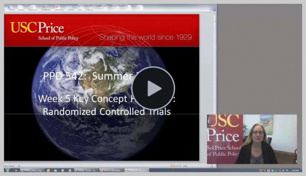 Capture d'écran d'un cours vidéo avec une webcam qui illustre comment enseigner à distance grâce aux vidéos