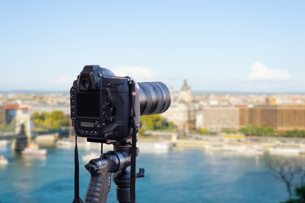 Pour faire un tournage vidéo réussi, il faut se rendre sur les lieux.
