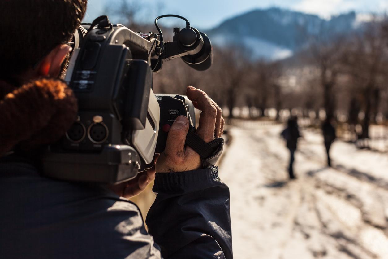 Un tournage vidéo à l'extérieur.